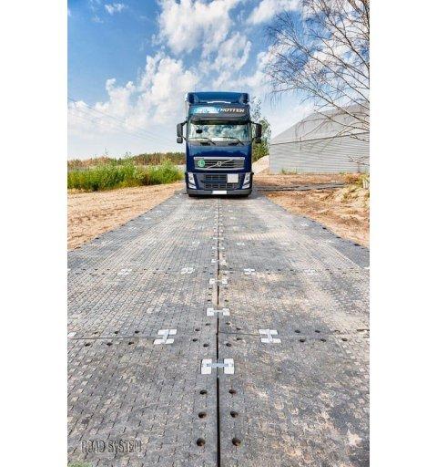 Płyta drogowa 120x180 cm 2 cm 72 tony czarna mata drogowa realizacja zdjecie