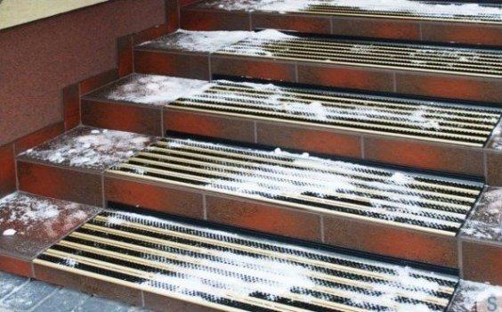 Maty antypoślizgowe na schody poradnik